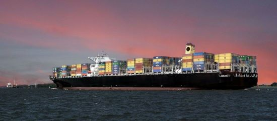 Betrüger auf Cargo Schiff - Warnung vor Romance Scams.