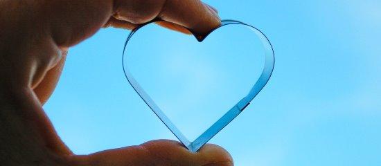 Heiratsschwindler verkünden ihre unsterbliche Liebe.